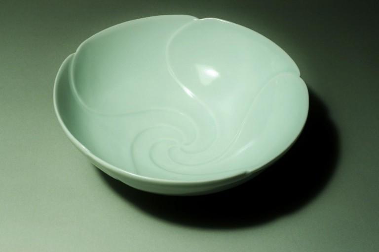 白磁輪花渦鉢
